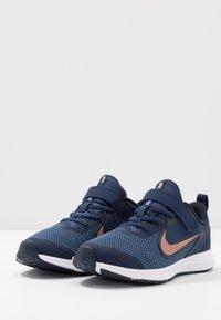 Nike Performance - DOWNSHIFTER 9  - Chaussures de running neutres - midnight navy/metallic red bronze/dark obsidian - 3