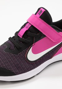 Nike Performance - DOWNSHIFTER 9  - Laufschuh Neutral - black/white/active fuchsia - 2
