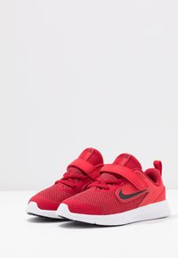 Nike Performance - DOWNSHIFTER 9 - Chaussures de running neutres - gym red/black/university red/white