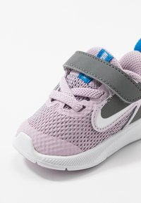 Nike Performance - DOWNSHIFTER 9 - Obuwie do biegania treningowe - iced lilac/white/smoke grey/soar - 2