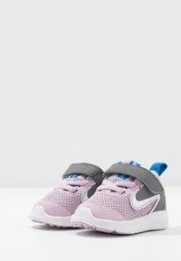 Nike Performance - DOWNSHIFTER 9 - Obuwie do biegania treningowe - iced lilac/white/smoke grey/soar - 3