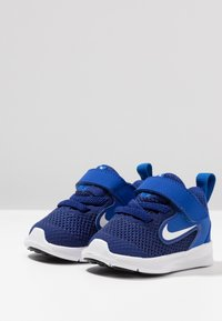 Nike Performance - DOWNSHIFTER 9 - Scarpe running neutre - deep royal blue/white/game royal/black - 3