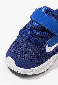 Nike Performance - DOWNSHIFTER 9 - Scarpe running neutre - deep royal blue/white/game royal/black - 2
