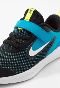Nike Performance - DOWNSHIFTER - Hardloopschoenen neutraal - black/white/laser blue/lemon - 2