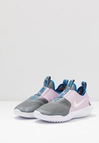 Nike Performance - FLEX RUNNER - Obuwie do biegania treningowe - iced lilac/white/smoke grey/soar - 3