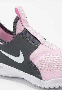 Nike Performance - FLEX RUNNER - Neutrální běžecké boty - pink foam/white/dark grey - 2