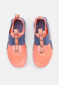 Nike Performance - FLEX RUNNER - Obuwie do biegania treningowe - atomic pink/world indigo/metallic red bronze - 3