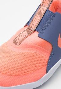 Nike Performance - FLEX RUNNER - Obuwie do biegania treningowe - atomic pink/world indigo/metallic red bronze - 5