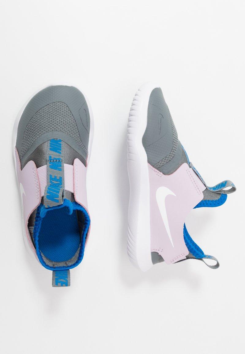 Nike Performance - FLEX RUNNER - Obuwie do biegania startowe - iced lilac/white/smoke grey/soar