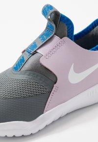 Nike Performance - FLEX RUNNER - Obuwie do biegania startowe - iced lilac/white/smoke grey/soar - 2