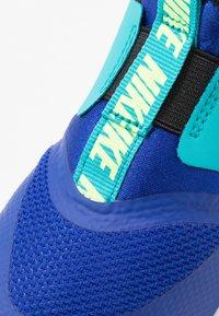 Nike Performance - FLEX RUNNER - Neutrální běžecké boty - hyper blue/ghost green/oracle aqua/black - 2