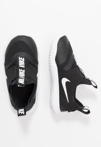 Nike Performance - FLEX RUNNER - Konkurrence løbesko - black/white - 0