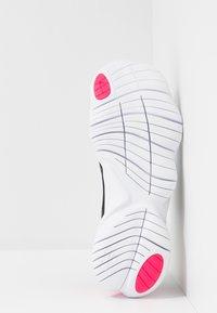 Nike Performance - FREE RN 5.0 - Løbesko - black/metallic silver/hyper pink/anthracite - 5