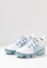 Nike Performance - AIR VAPORMAX 2019 - Scarpe running neutre - white/metallic silver/psychic blue/half blue - 3