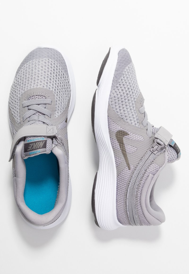 Nike Performance - REVOLUTION 4 FLYEASE - Laufschuh Neutral - atmosphere grey/metallic pewter/thunder grey/light current blue
