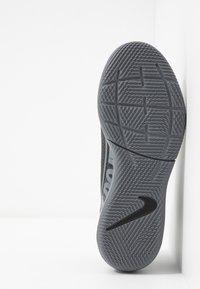 Nike Performance - MERCURIAL 7 ACADEMY IC - Halówki - black/metallic cool grey/cool grey - 5