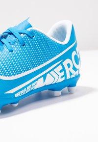 Nike Performance - JR VAPOR 13 CLUB FG/MG - Voetbalschoenen met kunststof noppen - blue hero/white/obsidian - 2