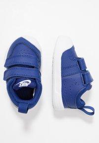 Nike Performance - PICO 5  - Obuwie treningowe - deep royal blue/white - 0