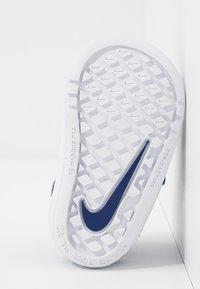 Nike Performance - PICO 5  - Obuwie treningowe - deep royal blue/white - 5