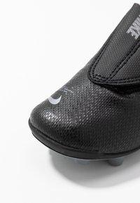 Nike Performance - VAPOR 13 CLUB MG  - Fußballschuh Nocken - black/metallic cool grey/cool grey - 2