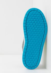 Nike Performance - PICO 5 - Trainings-/Fitnessschuh - smoke grey/lemon/laser blue/hyper crimson - 5