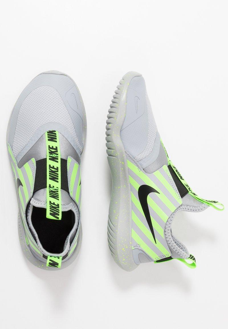 Nike Performance - FLEX RUNNER - Neutrala löparskor - grey