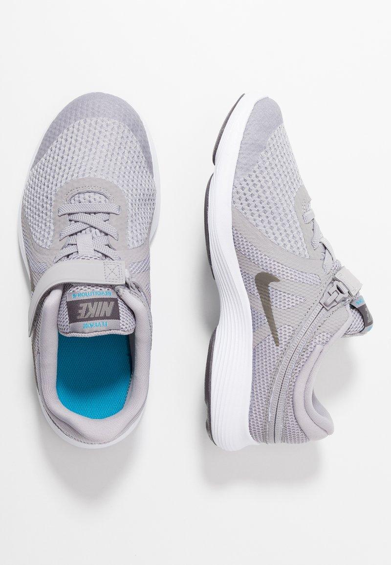Nike Performance - REVOLUTION 4 FLYEASE - Laufschuh Neutral - atmosphere grey/metallic pewter