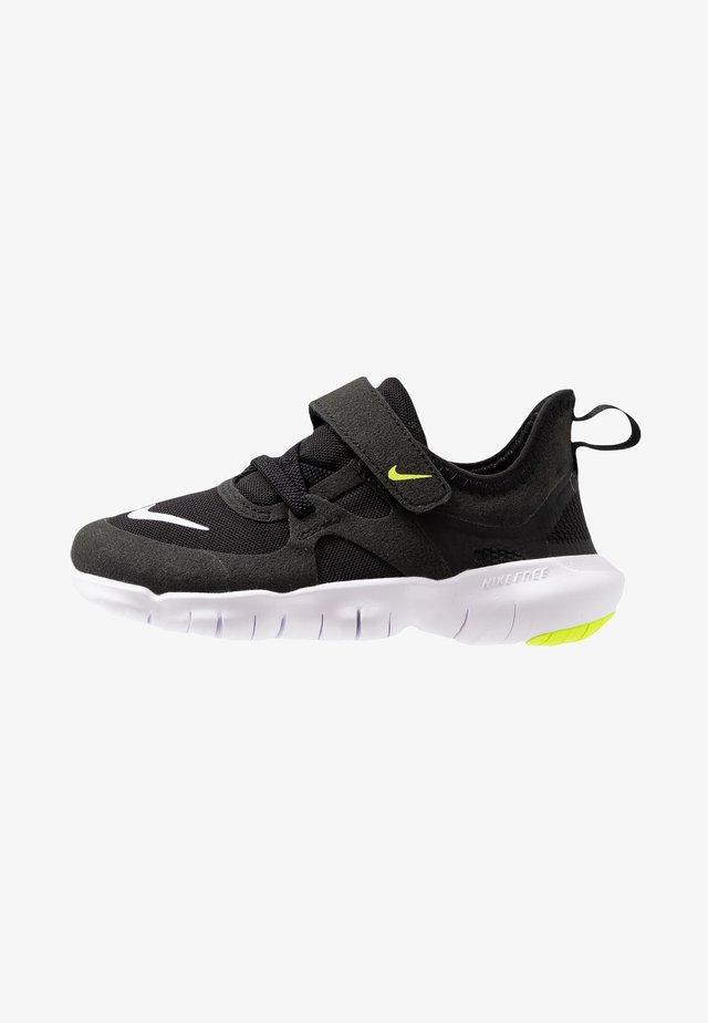 FREE RN 5.0 - Minimalistické běžecké boty - black/white/anthracite/volt