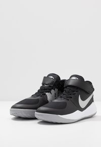 Nike Performance - TEAM HUSTLE D 9 FLYEASE - Basketball shoes - black/metallic silver/wolf grey - 3