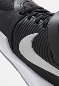 Nike Performance - TEAM HUSTLE D 9 FLYEASE - Basketball shoes - black/metallic silver/wolf grey - 2