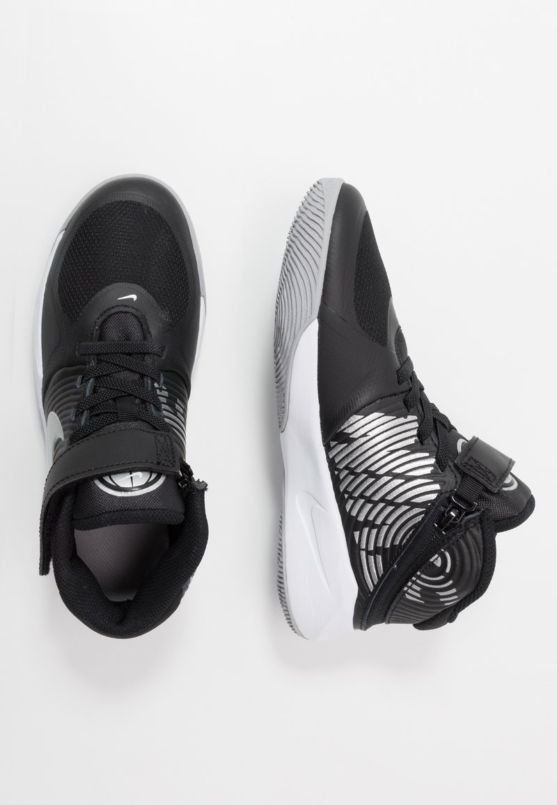 Nike Performance - TEAM HUSTLE D 9 FLYEASE - Basketball shoes - black/metallic silver/wolf grey