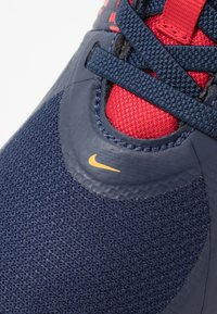 Nike Performance - TEAM HUSTLE D 9 FLYEASE UNISEX - Zapatillas de baloncesto - midnight navy/university red/white - 2