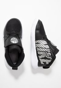 Nike Performance - TEAM HUSTLE - Basketbalschoenen - black/metallic silver/wolf grey/white - 0
