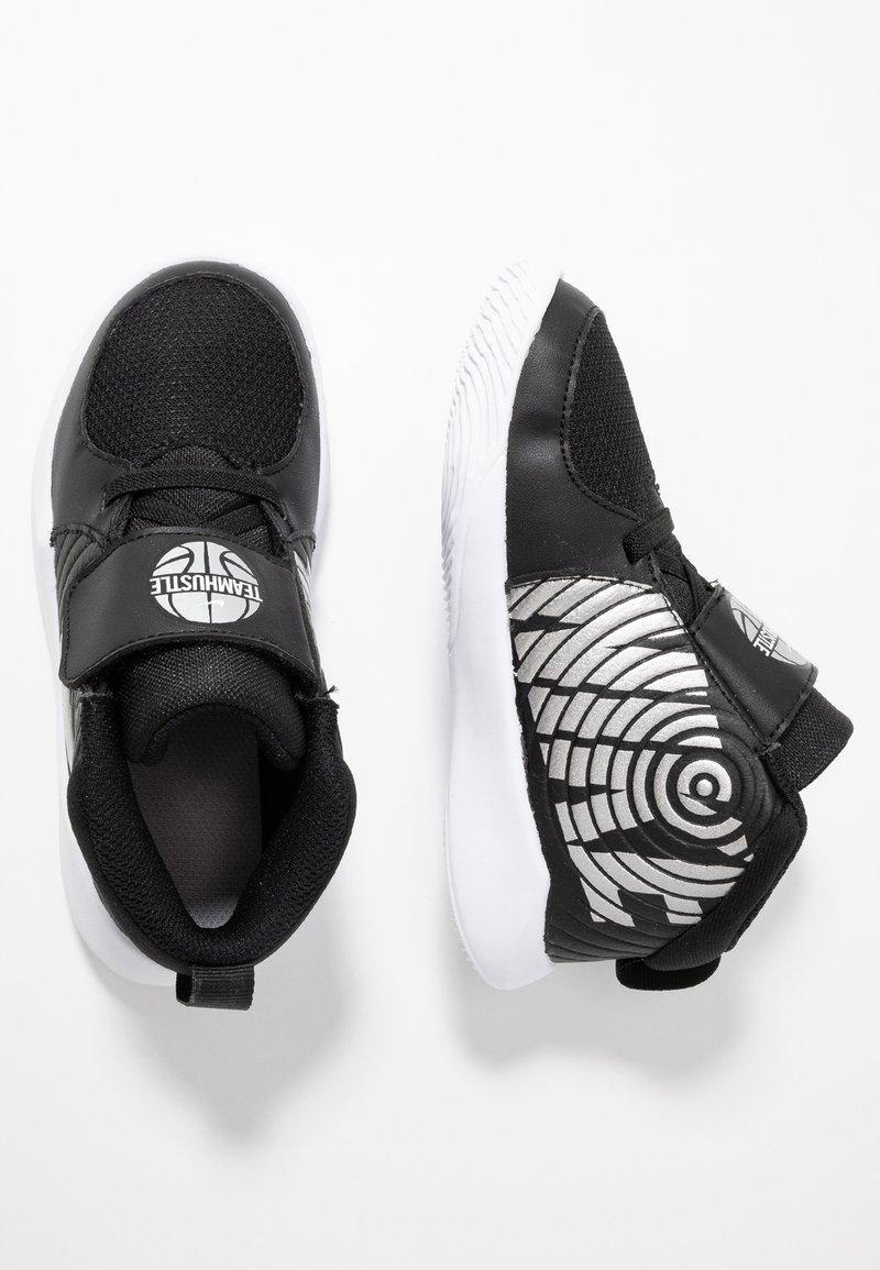 Nike Performance - TEAM HUSTLE - Basketbalschoenen - black/metallic silver/wolf grey/white