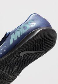 Nike Performance - MERCURIAL VAPOR 13 CLUB IC - Fußballschuh Halle - blue void/metallic silver/white/black - 5