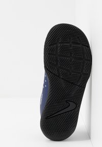 Nike Performance - MERCURIAL VAPOR 13 CLUB IC - Fußballschuh Halle - blue void/metallic silver/white/black - 4