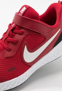 Nike Performance - REVOLUTION 5 - Scarpe running neutre - gym red/white/black - 2