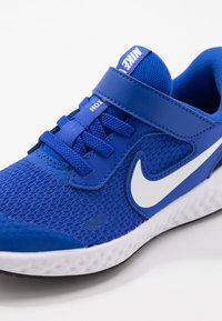 Nike Performance - REVOLUTION 5 - Obuwie do biegania treningowe - racer blue/white/black - 2