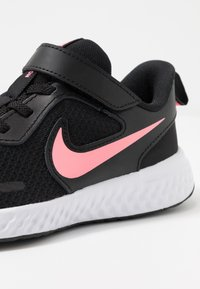 Nike Performance - REVOLUTION 5 - Chaussures de running neutres - black/sunset pulse