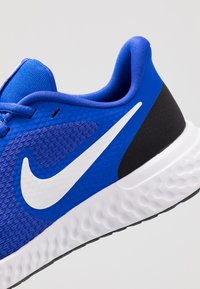 Nike Performance - NIKE REVOLUTION 5 GS - Neutrala löparskor - racer blue/white-black - 2