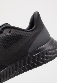 Nike Performance - REVOLUTION 5 - Neutral running shoes - black/anthracite - 2