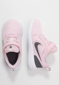 Nike Performance - REVOLUTION 5 - Obuwie do biegania treningowe - pink foam/dark grey - 0