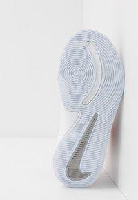 Nike Performance - TEAM HUSTLE D 9 AUTO - Basketballsko - black/metallic silver/white/game royal - 5
