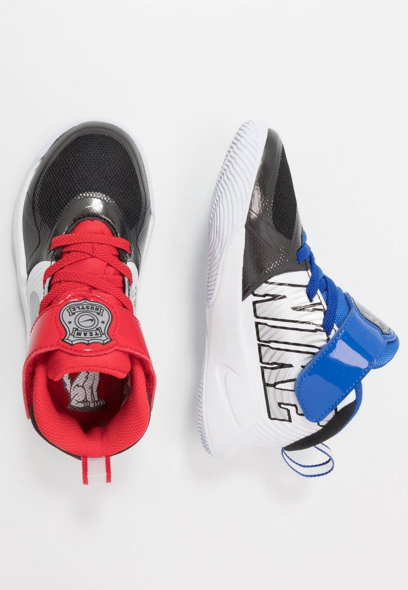 Nike Performance - TEAM HUSTLE D 9 AUTO - Basketballsko - black/metallic silver/white/game royal