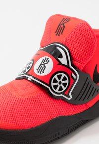Nike Performance - FLYTRAP VI AUTO - Basketballsko - bright crimson/white/black - 2
