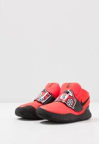 Nike Performance - FLYTRAP VI AUTO - Basketballsko - bright crimson/white/black - 3