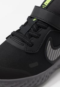 Nike Performance - REVOLUTION 5 - Scarpe running neutre - black/reflect silver/gunsmoke/volt - 2