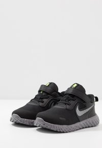 Nike Performance - REVOLUTION 5 - Chaussures de running neutres - black/reflective silver/gunsmoke/volt - 3