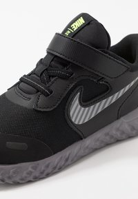 Nike Performance - REVOLUTION 5 - Chaussures de running neutres - black/reflective silver/gunsmoke/volt
