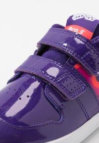 Nike Performance - PICO 5 AUTO - Trainings-/Fitnessschuh - court purple/black/laser crimson/fire pink - 2